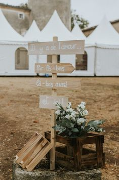 Rustic Wedding Decorations 95085 Decoration for a retro wedding: the most successful ideas # Wedding Signs, Wedding Ceremony, Wedding Day, Wedding Decorations On A Budget, Wedding Toasts, Vintage Decor, Rustic Wedding, Marriage, Tour