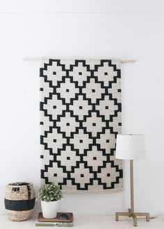 Easy DIY wall hanging is exactly what it is, but it's a little less of a DIY than it is just a straight-up 'hack'. Diy Wall Shelves, Diy Wall Art, Wall Decor, Diy Art, Mur Diy, Style Deco, Deco Design, Woven Wall Hanging, Home And Deco