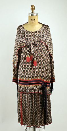 Ensemble Designer: Nellie Harrington  Date: 1928 Culture: American Medium: silk Accession Number: C.I.56.33.10a–c