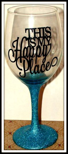 Glitter wine glass @Nicole Novembrino Michele you need this!