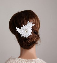 Hey, I found this really awesome Etsy listing at https://www.etsy.com/es/listing/156268721/white-wedding-flower-kanzashi-bridal