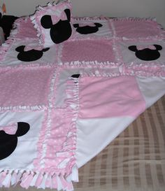 Minnie Mouse, Quilt Hand Tied Fleece Blanket w Pillow
