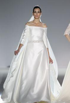 Hombros descubiertos, mangas tres cuartos y corte en A. Vestidos de novia y fiesta de Franc Sarabia 2013