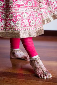 Revina + Shaminder - Stylish Punjabi Wedding in Sydney - Wedding day style - anklet with toe ring - hot pink churidaar - Indian bride - Indian groom - Indian wedding - Sikh wedding - Sikh bride - Sikh groom - Punjabi wedding - Punjabi bride - Punjabi groom - hot pink wedding anarkali - heavy wedding anarkali. Read more at www.thecrimsonbride.com! #thecrimsonbride
