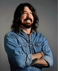 Dave Grohl - One of the Most Humble Hollywood Celebrities. Foo Fighters Nirvana, Foo Fighters Dave Grohl, There Goes My Hero, Taylor Hawkins, Ex Husbands, Hollywood Celebrities, Music Stuff, Rock Music, Cool Bands