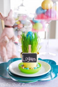 Learn how to make this simple, inexpensive Easter place card for your brunch or dinner table.