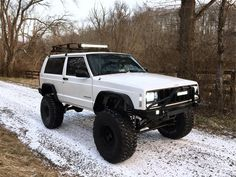 Check out these 20 super clean lifted jeep cherokees for ideas on your next mod or entire build! Jeep Zj, Jeep Xj Mods, Jeep Cars, Jeep Truck, Jeep Rubicon, Lifted Xj, Lifted Jeep Cherokee, Lifted Cars, Jeep Grand Cherokee