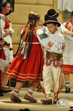 Folk costumes from Jurgów, region of Spisz, southern Poland [source].