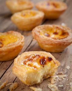 Pasteis de Belém - Lisbonne / Pastel de Nata Mini Desserts, Dessert Recipes, Egg Tart, Food Tags, Portuguese Recipes, Cuban Recipes, Sweet Recipes, Sweet Tooth, Food And Drink