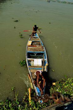 The boatmen anchoring - river Ganga - Kolkata, West Bengal