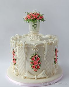 Cake with a bouquet of roses in an openwork vase - cake by Anastasia