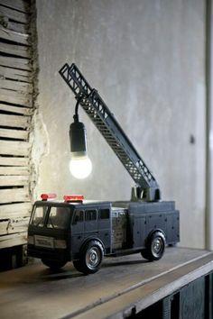 Lampe av gammel brannbil.