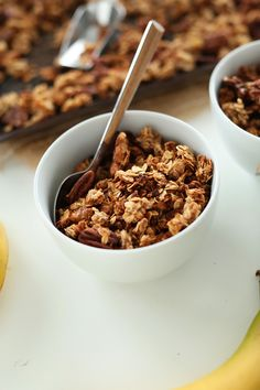 Banana Bread Granola! | healthy, delicious and easy | minimalistbaker.com