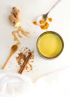 Soothing Turmeric Milk {aip paleo vegan} no cinnamon! Recipes Using Turmeric, Turmeric Drink, Balance Hormones Naturally, Low Stomach Acid, Detox Soup, Detox Drinks, Real Food Recipes, Drink Recipes, Qinuoa Recipes
