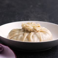 Giant Soup Dumplings - Easy Soup Recipes - People said this couldn't be accomplished. BOOM – a dumpling bigger than your face! Dumplings Receta, Dumpling Recipe, Dumpling Dough, Steamed Dumplings, Chinese Dumplings, Crockpot Recipes, Soup Recipes, Dinner Recipes, Cooking Recipes