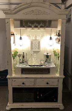 Refurbished Furniture, Paint Furniture, Repurposed Furniture, Furniture Projects, Furniture Design, Upcycled Furniture Before And After, Hooker Furniture, Farmhouse Furniture, Pallet Projects