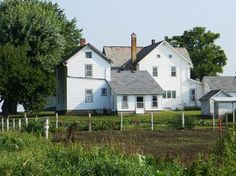 Indiana Amish - pretty sure I drove by this house when I taught in the Hoosier state.