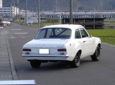 《No.0420》  ・ニックネーム  Cosworth魂      ・メーカー名、車種、年式  英国FORD、ESCORT1600RS-MK1、1971年式?     ・アピールポイント  セブンのBDRでコスワースのBD系に惚れ込んで、エスコートを購入するも最初の店で騙され動くまでに3つの修理工場で騙され続け、やっと地元の自動車屋にて走れるように。すでに資金は国産高級車が買えたと。まだ修理が必要なのに資金が底をつき車庫で眺める日々。涼しくなったら走るぞ。