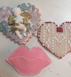 Valentine's Day decorated cookies Custom Cookies, Shortbread Cookies, Decorated Cookies, Cakes And More, Cookie Decorating, Valentines Day, Valentine's Day Diy, Spritz Cookies, Valentines