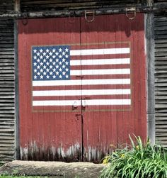 Old Americana...painted barn door flag.  Want to do this on one of our barns.  (Texas flag on the next door, planned, too!)