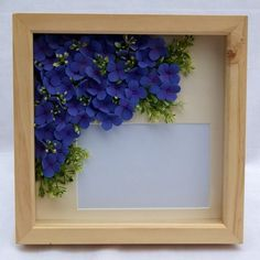 This unique picture frame contains handcrafted hydrangeas made from DECO Soft Clay. The picture frame measures x and will hold a x phot. Unique Picture Frames, Picture Frame Decor, Polymer Clay Projects, Clay Crafts, Cold Porcelain Flowers, Porcelain Clay, Biscuit, Christmas Frames, Polymer Clay Flowers
