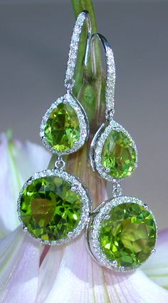Dangling Earrings with Diamonds & Peridots. 13.48 ct. WG18K - Visit: schmucktraeume.com