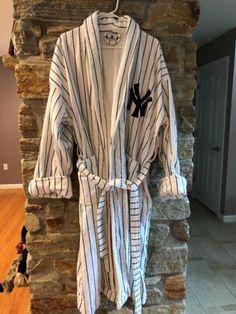 New York Yankees Sport Robe Plush Terrycloth Pinstripe Bathrobe Sz M 2ec0d6c55