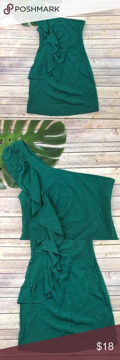 Sparkle & fade one shoulder Ruffle green dress Sparkle & Fade Urban Outfitters one shoulder dress, size 4. It is free from any rips or stains. It measures about 35 inches around the bust, about 29 inches around the waist and is about 35 inches long. Urban Outfitters Dresses One Shoulder