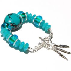 http://www.etsy.com/es/shop/Giftbearer Genuine Turquoise Sterling Silver and Lampwork por Giftbearer, $75.00