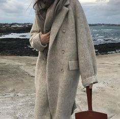 When it is not cold enough to wear thick trench coat outfit Looks Street Style, Looks Style, My Style, Mode Outfits, Casual Outfits, Fashion Outfits, Womens Fashion, Winter Coats Women, Coats For Women