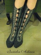Isoäidin Aikaan handmade button socks http://www.isoaidinaikaan.fi/product_info.php?cPath=71_73_id=866