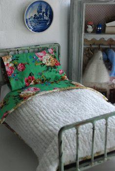 Ce couvre-lit de chenille darling 100 % coton est parfait pour de votre Blythe (ou toute poupée adorable 11.5) décor cottage. Ce couvre-lit est