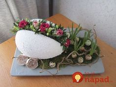 Best Ideas For Basket Flower Arrangements Shabby Chic Egg Crafts, Easter Crafts, Diy And Crafts, Basket Flower Arrangements, Floral Arrangements, Easter Flowers, Spring Flowers, Craft Flowers, Easter Table Decorations