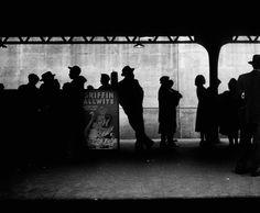 New York City, 1948 // From Elliott Erwitt / Magnum Photos Vintage Photography, Amazing Photography, Street Photography, Art Photography, Camera Photography, Documentary Photographers, Famous Photographers, Magnum Photos, Photomontage