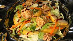 Őszi saláta chilis kecskesajttal, dióval és körtével