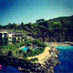 Una magica #atmosfera da scoprire presso Approdo Resort #Thalasso #Spa, uno splendido #Resort incastonato sulla frastagliata #costa della famosa località #SanMarco, tra #pini, #ulivi, corbezzoli e lentischi, sul #porto #turistico edificato nei pressi dell'antico approdo #greco #romano di #Castellabate.  Scopri tutti i dettagli su www.TrovaBenessere.it  #italia #mare #panorama #hotel #campania #salerno #sea #italy #travelgram #tips #luxury