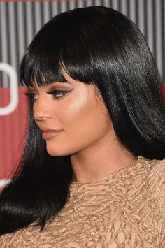 In case you've been trying to perfect your Kardashian/Jenner look lately (and I mean, who hasn't been? Kylie Jenner wears Lily Lashes to get that full-lash look she has going on, so thankfully, all of… Kylie Jenner Change, Kylie Jenner Short Hair, Kylie Jenner Flash, Kim Kardashian Kylie Jenner, Kendall And Kylie Jenner, Kylie Jenner Gallery, Kylie Jenner Photos, Familia Kardashian, Short Bangs