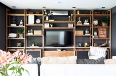 MESOPOTAMIA / BA 32 Living Pequeños, Muebles Living, Japanese Architecture, Furniture Projects, Built Ins, Office Decor, Playroom, Bookcase, Sweet Home
