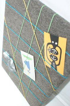 *Pinnwand aus 100% Wollfilz* ... ein schöner Wohnungsaccessoire für die Wohnung! ... mit bunten Gummibänder der Farbe gelb, hellgrün und blau be ähnliche tolle Projekte und Ideen wie im Bild vorgestellt findest du auch in unserem Magazin