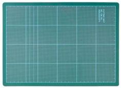 Υπόθεμα για κόπτες Cutting Mat The Arch . Eπιφάνεια κοπής κατάλληλο για κοπή με περιστροφικό κόφτη. Η αρίθμηση είναι σε εκατοστά και ίντσες. Διαστάσεις: 600 x 450 x 3mm. (To πάχος του υποθέματος είναι 3mm αντιστοιχεί στην ανώτερη ποιότητα με 3 στρώματα PVC) . Η συσκευασία περιέχει 1 τεμάχιο. Mad