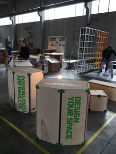 Découvrez @Playwood_it d_it ood  :) En quelques minutes, ces connecteurs (90°,105° et 150°) vous permettent d'imaginer, (dé)monter à l'infini votre mobilier modulaire et durable pour une expo, un espace de coworking, une boutique éphémère et aussi pour la maison ! Vous avez un projet ? Consultez-nous vite ; l'Atelier @OsmoseLeBois  est partenaire Maker local  ;) http://www.playwood.it/    Atelier@osmose-le-bois.com - T +33(0)6.95.18.90.14