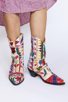 Embroidered Patchwork Cowboy Boots Ginalyn – MOMO    NEW YORK Rubber Rain Boots, Cowboy Boots, Turquoise, Red, Pink, Leather, Collection, Fashion, Scrappy Quilts