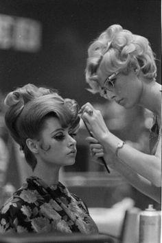 Amazing 1960's hair & makeup..