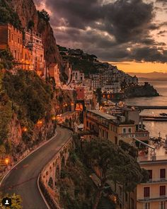 und das Related posts:Unglaubliche Orte im Harz - TravelPositano on A Budget? How Much it Really Costs to Visit the Amalfi Coast - TravelPositano, Italien - 10 unglaubliche. Almafi Coast Italy, Amalfi Italy, Amalfi Coast, Italy Coast, Sorrento Italy, Italy Italy, Voyage Europe, Destination Voyage, Beautiful Places To Travel