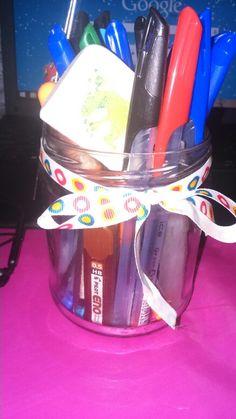 Tarro de conservas + lacito = bonito y util lapicero reciclado Conserved jar + ribbon = nice and useful recycled pen holder. Diy