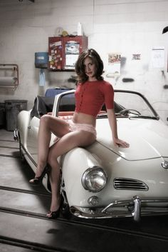 Volkswagen Karmann-Ghia Coupé My local garage mechanic never looked that sexy! Air-cooled Pin-up of the Day Who's more sxc? Karmann the Girl or Karmann the Ghia? Auto Girls, Car Girls, Pin Up Girls, Porsche 914, Vw Bus, Hot Rods, Sexy Autos, Hot Vw, Vw Classic