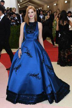Do excêntrico ao glamouroso: os looks das famosas no baile de gala do MET - Jessica Chastain