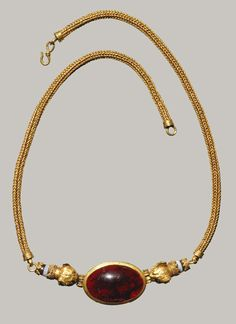 Late Hellenistic, 1st century b.c. Greek Gold, garnet, agate