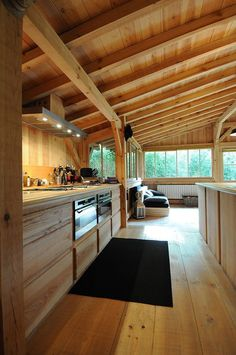 """I thought I was not a fan of """"all wood"""" interiors and then I saw this photo. Wooden house in Cap Ferret Chalet Interior, Interior Modern, Kitchen Interior, Kitchen Decor, Wood Interiors, Design Interiors, House Interiors, Interior Design, House In The Woods"""