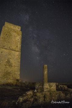 Torre de Castilnovo. Foto: Salvador Moreno #photo  #Nocturna #estrella
